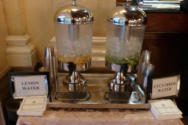 Yes, they offered lemon water and cucumber water in the lobby for guests.