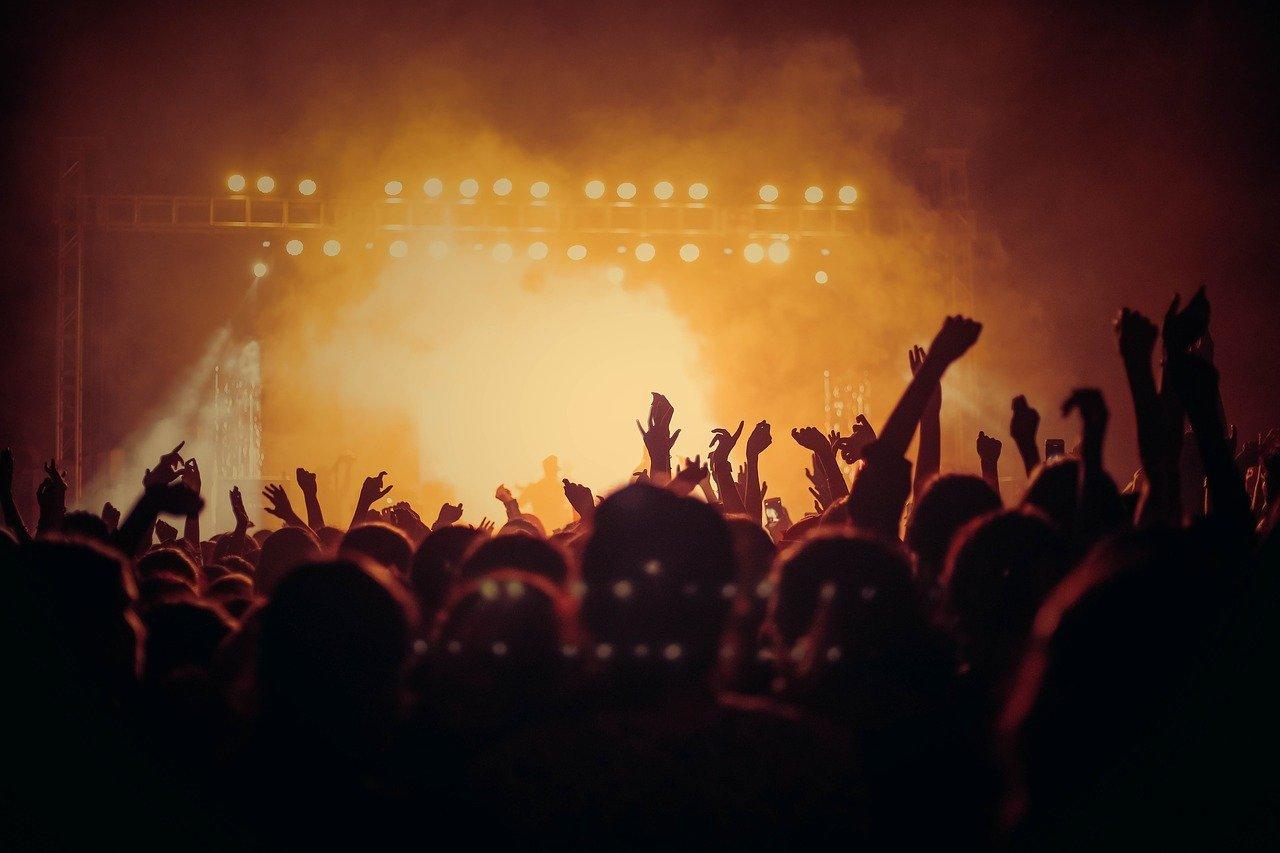 Chiquis in concert